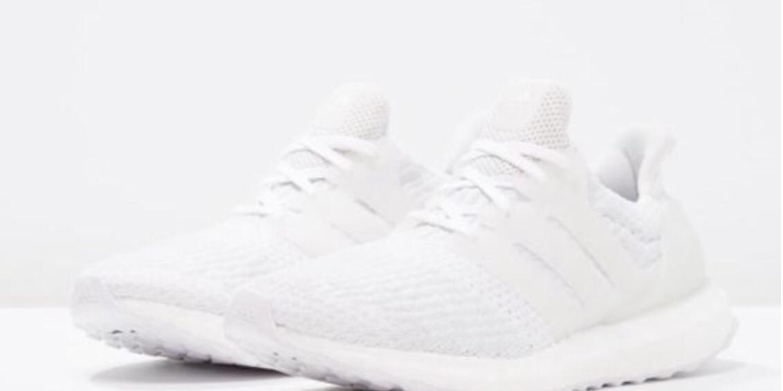 También hay un triple blanco colorway de la Adidas ultra Boost